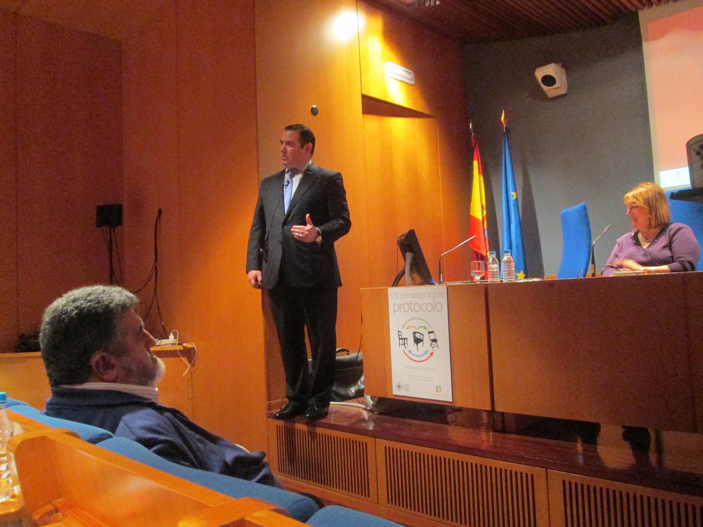 Mi muy querido amigo y respetado Prof. Dr. Fernando Ramos siguió muy de cerca mi exposición.
