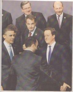 ABC (20.11.2010) El Jefe de Protocolo indica la posición del Presidente Zapatero. Pincha para ampliar.